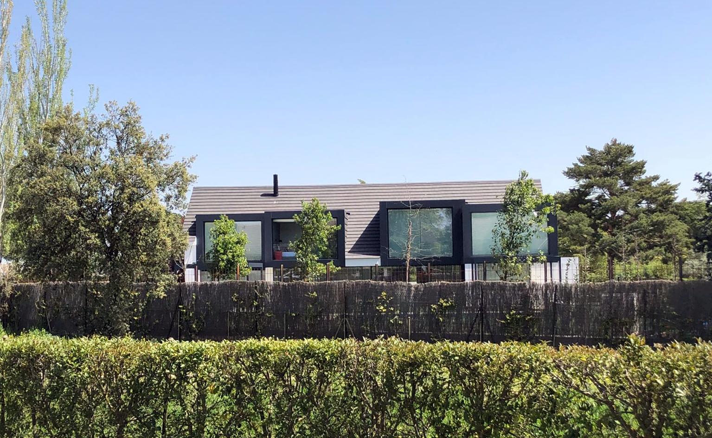 nuevas cajas de estructura metálica, composite y vidrio, para apertura de vivienda a jardín